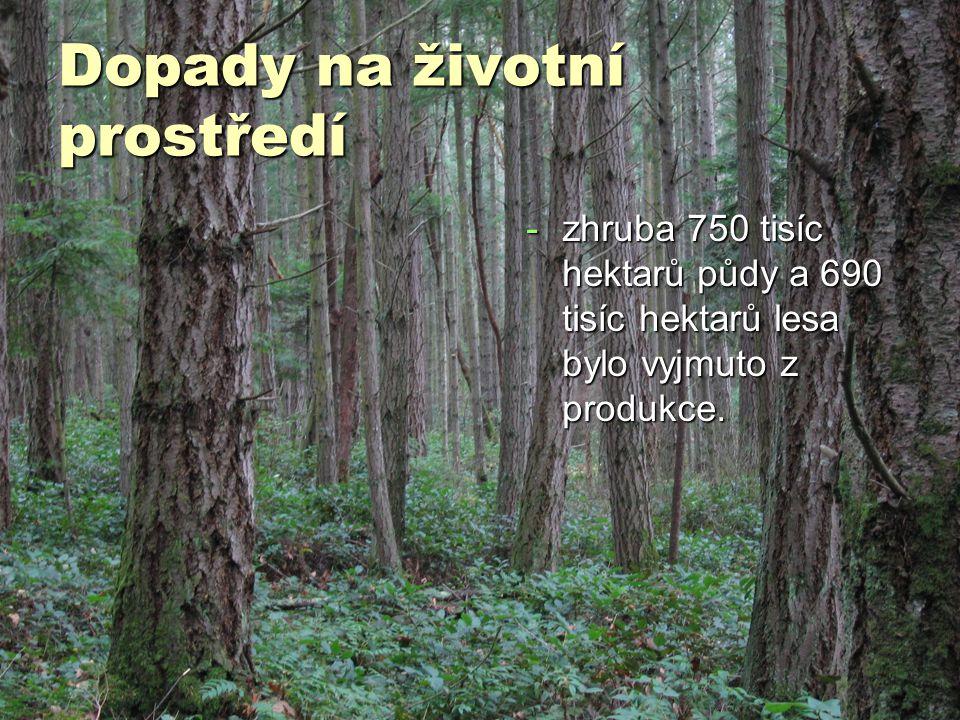 -zhruba 750 tisíc hektarů půdy a 690 tisíc hektarů lesa bylo vyjmuto z produkce.