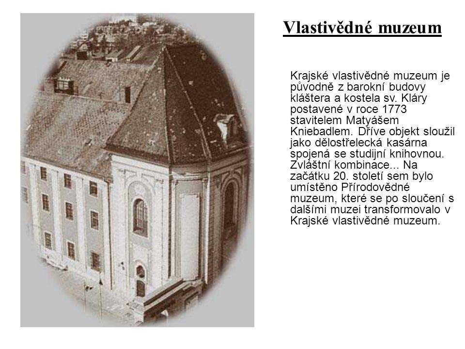 Krajské vlastivědné muzeum je původně z barokní budovy kláštera a kostela sv. Kláry postavené v roce 1773 stavitelem Matyášem Kniebadlem. Dříve objekt