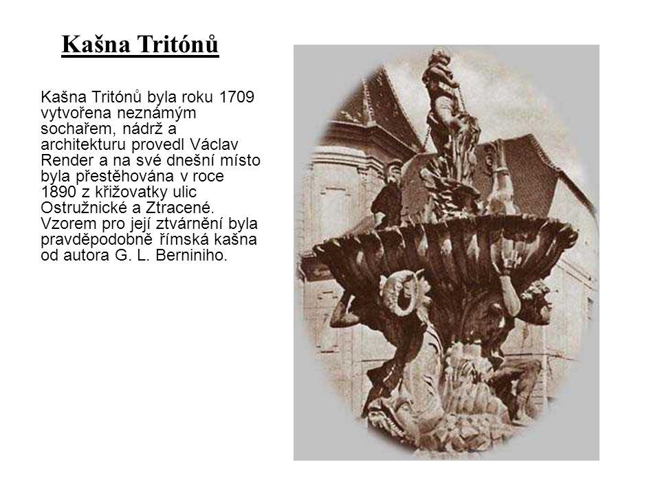 Kašna Tritónů byla roku 1709 vytvořena neznámým sochařem, nádrž a architekturu provedl Václav Render a na své dnešní místo byla přestěhována v roce 18