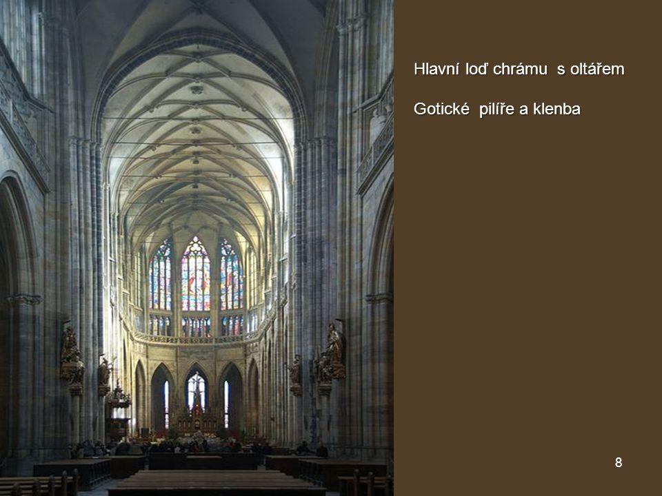 8 Hlavní loď chrámu s oltářem Hlavní loď chrámu s oltářem Gotické pilíře a klenba Gotické pilíře a klenba