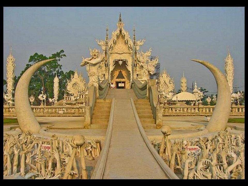 Pouze smrt může zastavit můj sen, ale nemůže zastavit můj projekt, říká Chalermchai Kositpipat, tvůrce Wat Rong Khun jehož záměrem je vytvořit jeden z nejvíce elegantních chrámů v Chiang Rai Wat Rong Khun je bílý chrám, uvnitř obsahuje nástěnné malby a obrazy z Buddhova obrazu a malované smaltované keramická podlaha, která bude trvat dalších 5 let na kompletní.