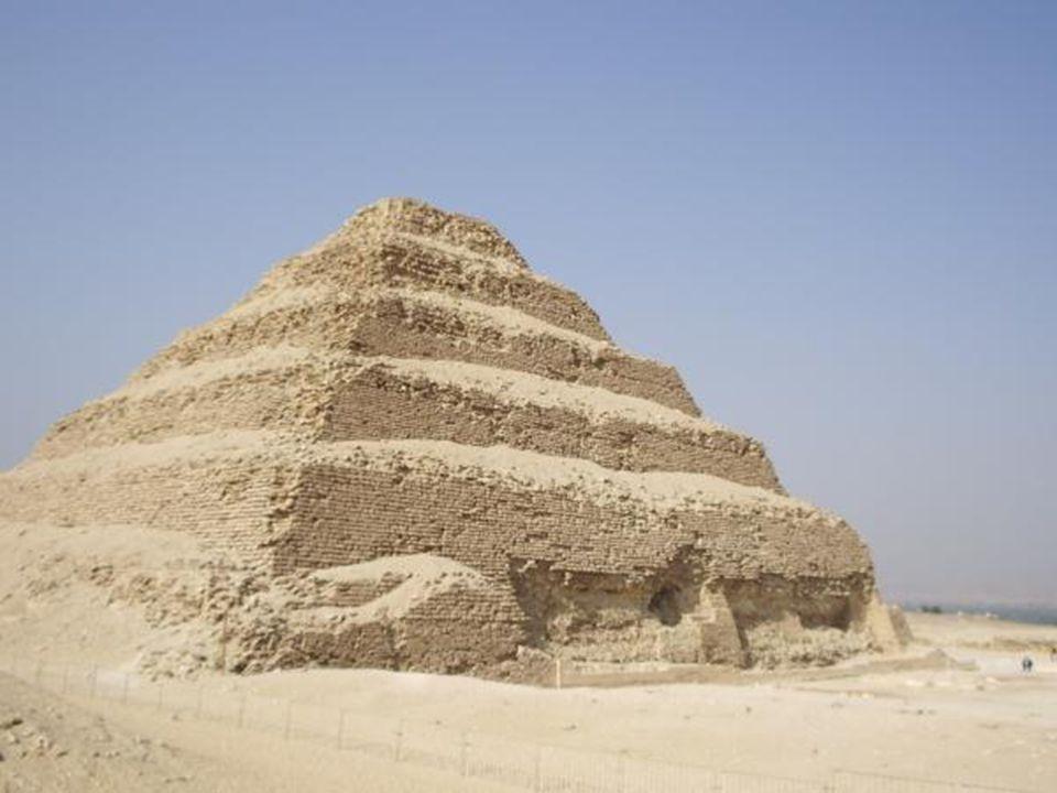Cheopsova pyramida Nebo také Chufuova pyramida je největší pyramidou v Egyptě a je tak stojícím důkazem despotismu vládce Chufua (řec.