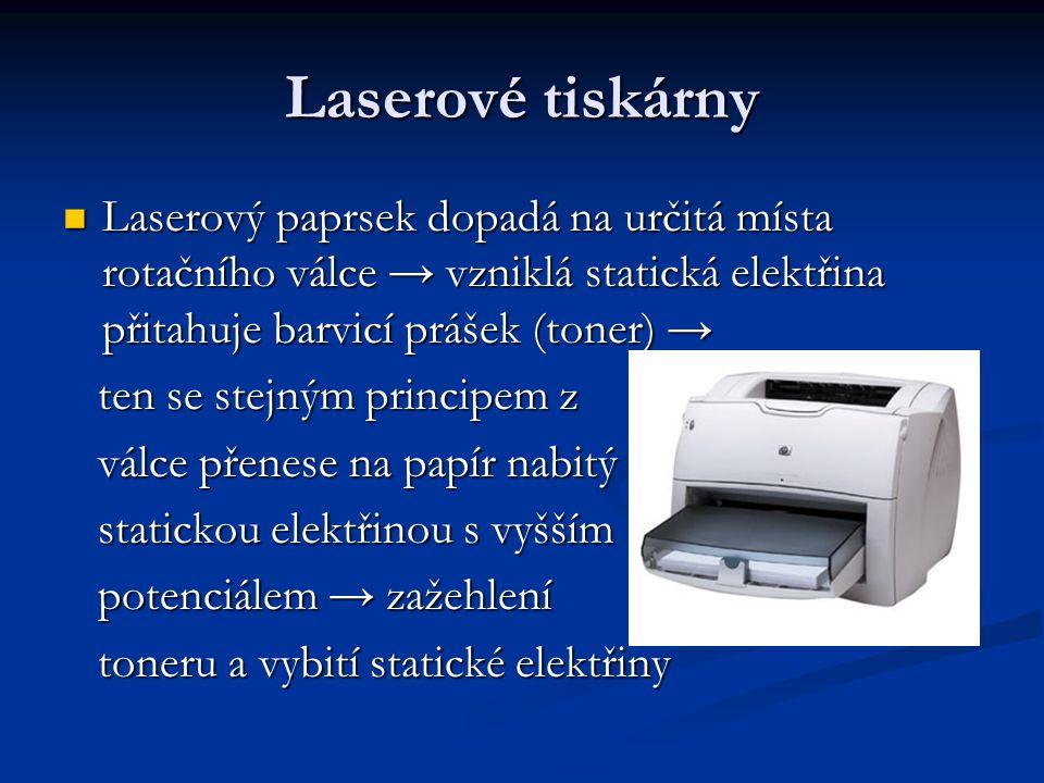 Laserové tiskárny Laserový paprsek dopadá na určitá místa rotačního válce → vzniklá statická elektřina přitahuje barvicí prášek (toner) → Laserový paprsek dopadá na určitá místa rotačního válce → vzniklá statická elektřina přitahuje barvicí prášek (toner) → ten se stejným principem z ten se stejným principem z válce přenese na papír nabitý válce přenese na papír nabitý statickou elektřinou s vyšším statickou elektřinou s vyšším potenciálem → zažehlení potenciálem → zažehlení toneru a vybití statické elektřiny toneru a vybití statické elektřiny