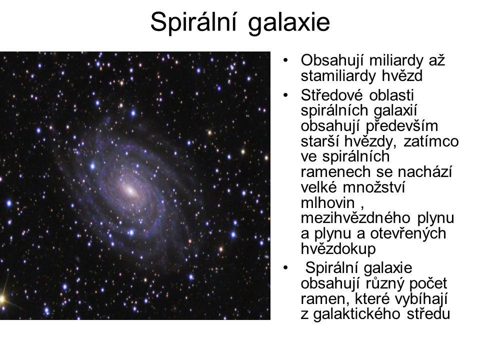 Spirální galaxie Obsahují miliardy až stamiliardy hvězd Středové oblasti spirálních galaxií obsahují především starší hvězdy, zatímco ve spirálních ra