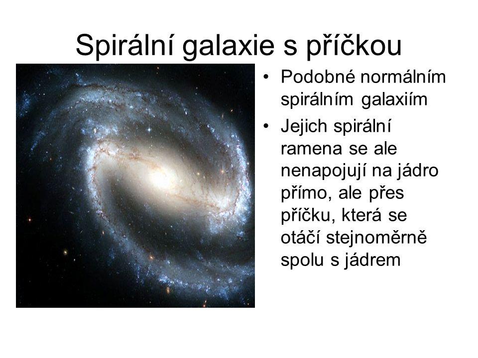 Spirální galaxie s příčkou Podobné normálním spirálním galaxiím Jejich spirální ramena se ale nenapojují na jádro přímo, ale přes příčku, která se otá