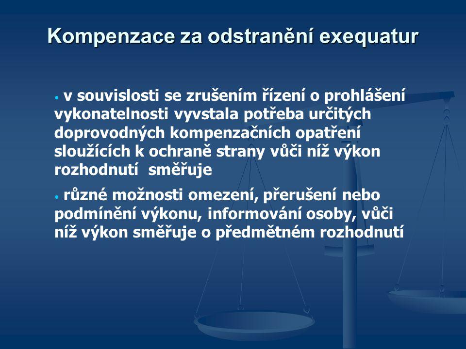 Kompenzace za odstranění exequatur v souvislosti se zrušením řízení o prohlášení vykonatelnosti vyvstala potřeba určitých doprovodných kompenzačních opatření sloužících k ochraně strany vůči níž výkon rozhodnutí směřuje různé možnosti omezení, přerušení nebo podmínění výkonu, informování osoby, vůči níž výkon směřuje o předmětném rozhodnutí