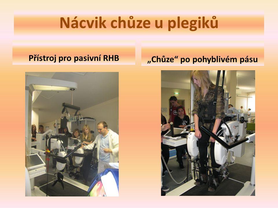 """Nácvik chůze u plegiků Přístroj pro pasivní RHB """"Chůze po pohyblivém pásu"""