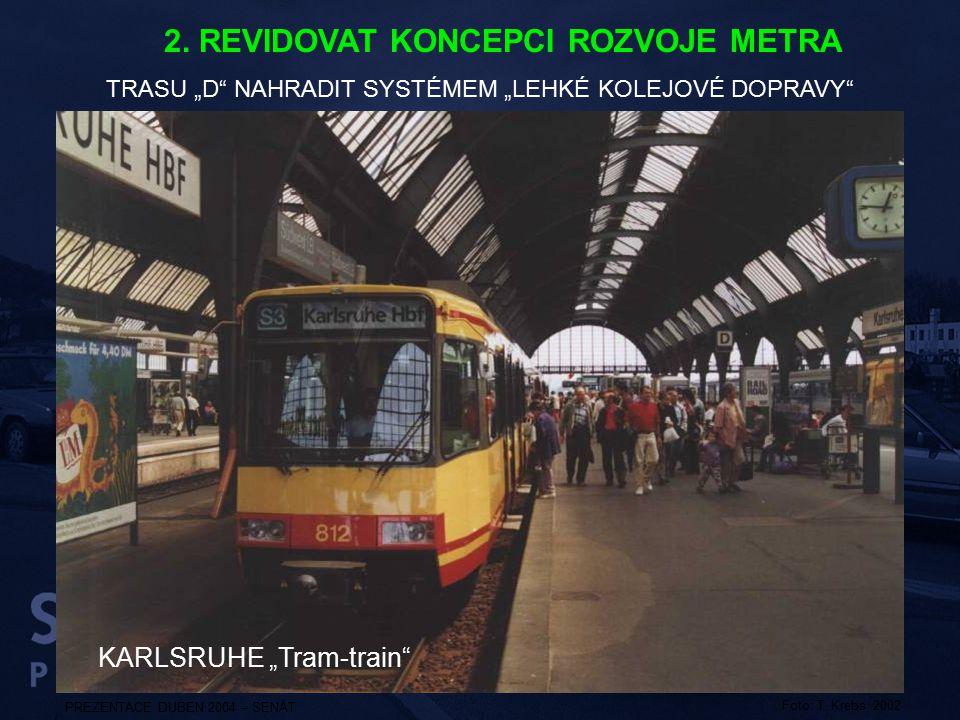"""KARLSRUHE """"Tram-train"""" PREZENTACE DUBEN 2004 – SENÁT Foto: T. Krebs 2002 TRASU """"D"""" NAHRADIT SYSTÉMEM """"LEHKÉ KOLEJOVÉ DOPRAVY"""" 2. REVIDOVAT KONCEPCI RO"""