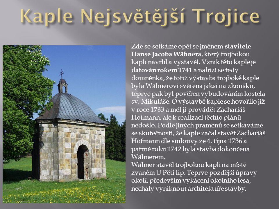 Zde se setkáme opět se jménem stavitele Hanse Jacoba Wähnera, který trojbokou kapli navrhl a vystavěl.