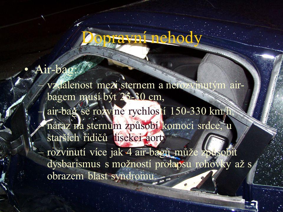 Dopravní nehody Air-bag: –vzdálenost mezi sternem a nerozvinutým air- bagem musí být 25-30 cm, –air-bag se rozvine rychlostí 150-330 km/h, –náraz na s