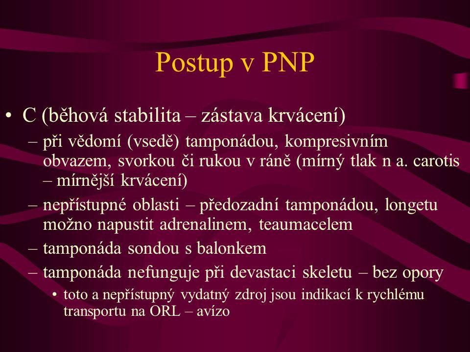 Postup v PNP C (běhová stabilita – zástava krvácení) –při vědomí (vsedě) tamponádou, kompresivním obvazem, svorkou či rukou v ráně (mírný tlak n a. ca