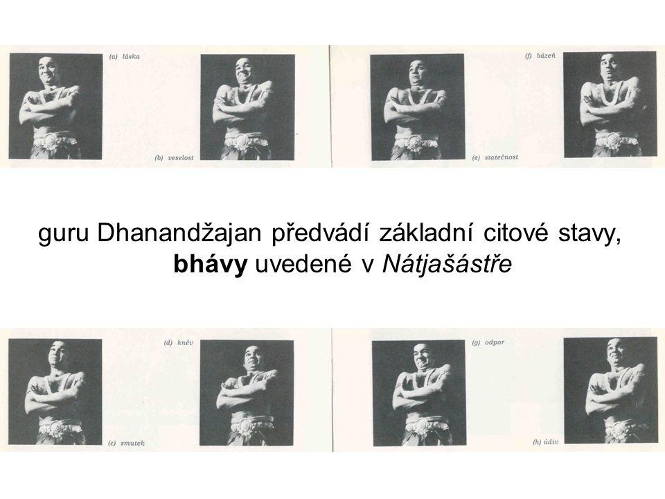guru Dhanandžajan předvádí základní citové stavy, bhávy uvedené v Nátjašástře