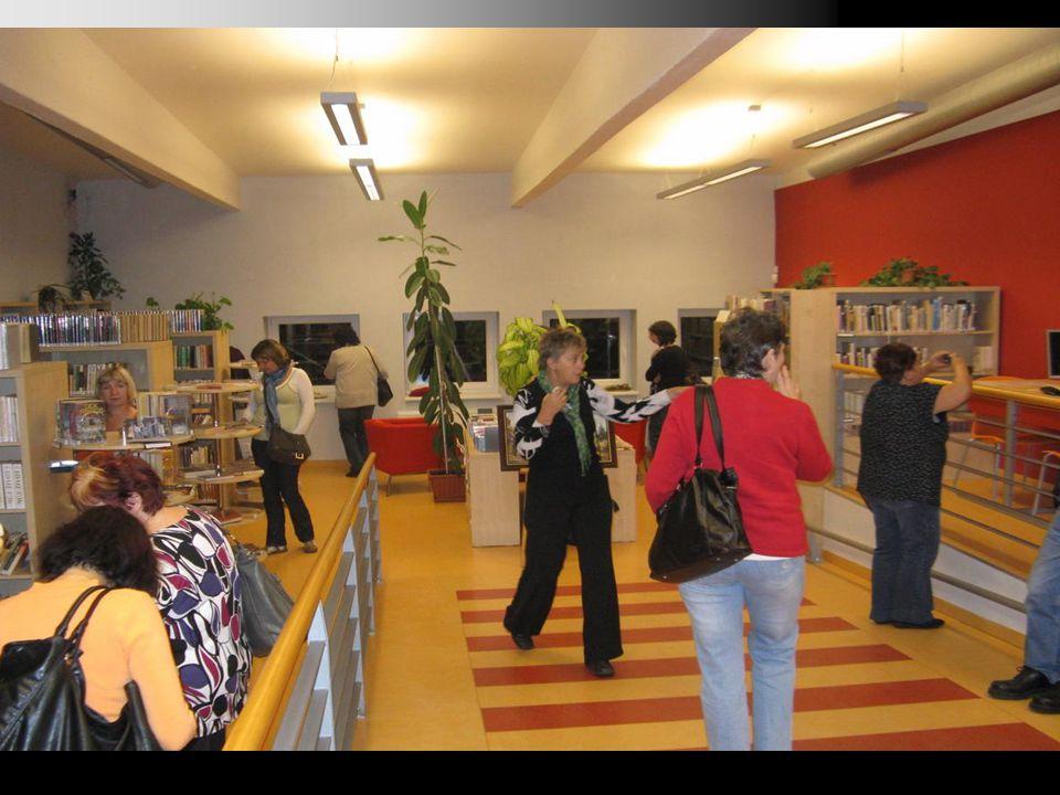 Co knihovna může aneb Služby Kulturní centrum (společenské, kulturní a přátelské akce pro skupiny i celou obec, volnočasové aktivity dětí i dospělých) Místo k relaxaci a odpočinku