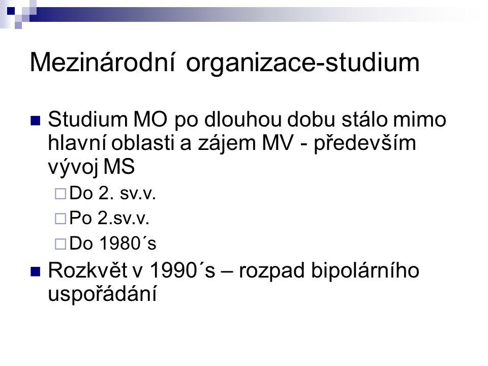 Mezinárodní organizace-studium Studium MO po dlouhou dobu stálo mimo hlavní oblasti a zájem MV - především vývoj MS  Do 2. sv.v.  Po 2.sv.v.  Do 19