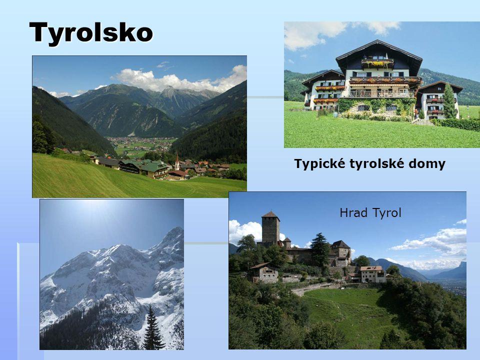 Tyrolsko Hrad Tyrol Typické tyrolské domy