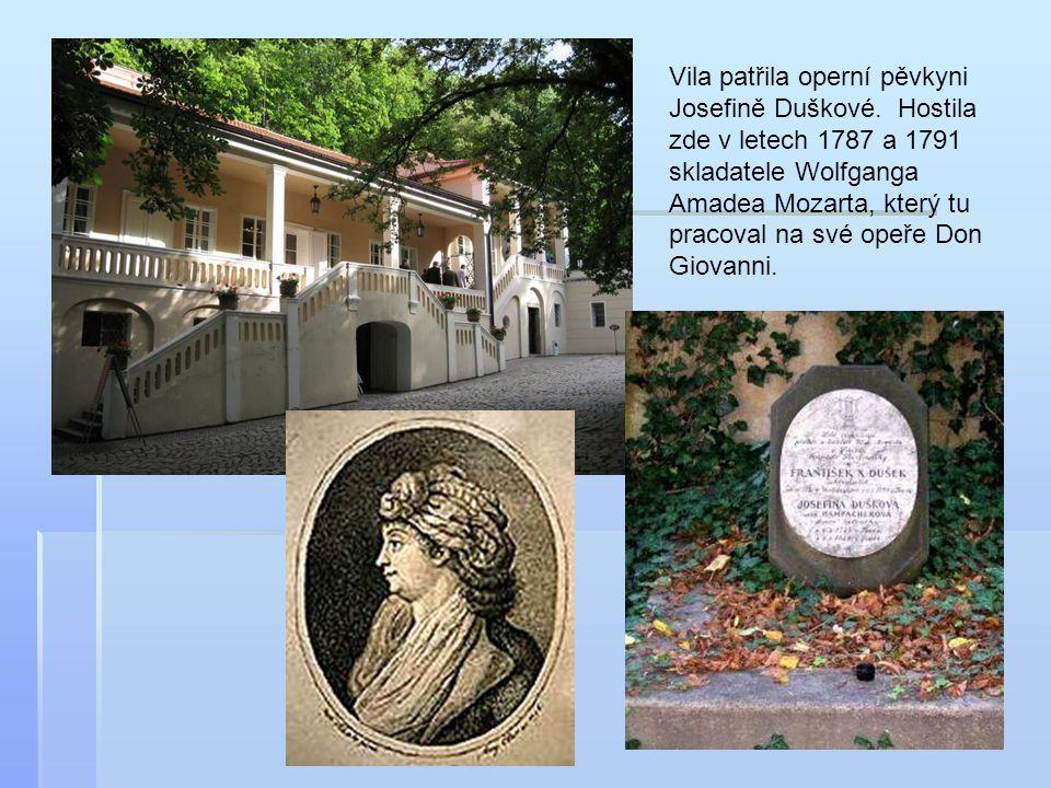 Vila patřila operní pěvkyni Josefině Duškové. Hostila zde v letech 1787 a 1791 skladatele Wolfganga Amadea Mozarta, který tu pracoval na své opeře Don