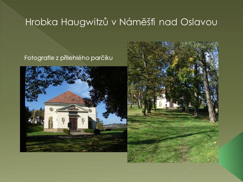 Hrobka Haugwitzů v Náměšťi nad Oslavou Fotografie z přilehlého parčíku