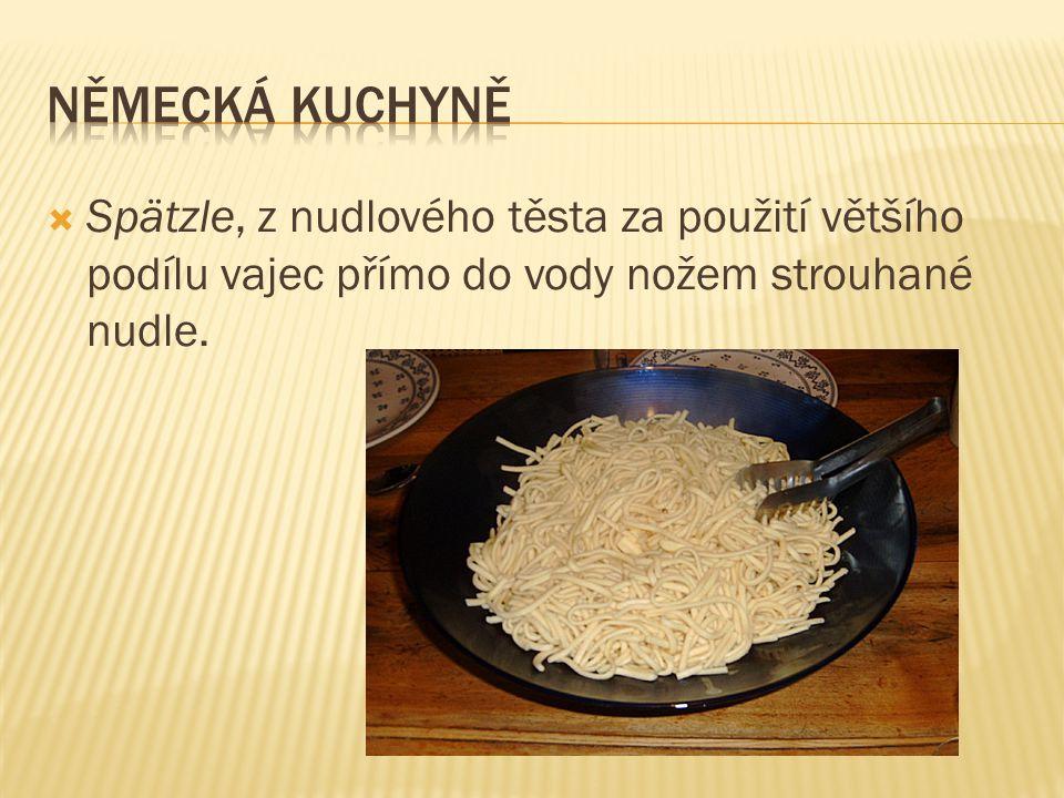  Maultaschen, plněné taštičky, připomínající velké italské ravioli; náplň muže být masitá, míchaná se zeleninou, houbami atd., taštičky se podávají v polévce, osmažené v tuku, s omáčkou