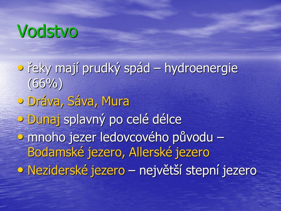 Vodstvo řeky mají prudký spád – hydroenergie (66%) řeky mají prudký spád – hydroenergie (66%) Dráva, Sáva, Mura Dráva, Sáva, Mura Dunaj splavný po celé délce Dunaj splavný po celé délce mnoho jezer ledovcového původu – Bodamské jezero, Allerské jezero mnoho jezer ledovcového původu – Bodamské jezero, Allerské jezero Neziderské jezero – největší stepní jezero Neziderské jezero – největší stepní jezero
