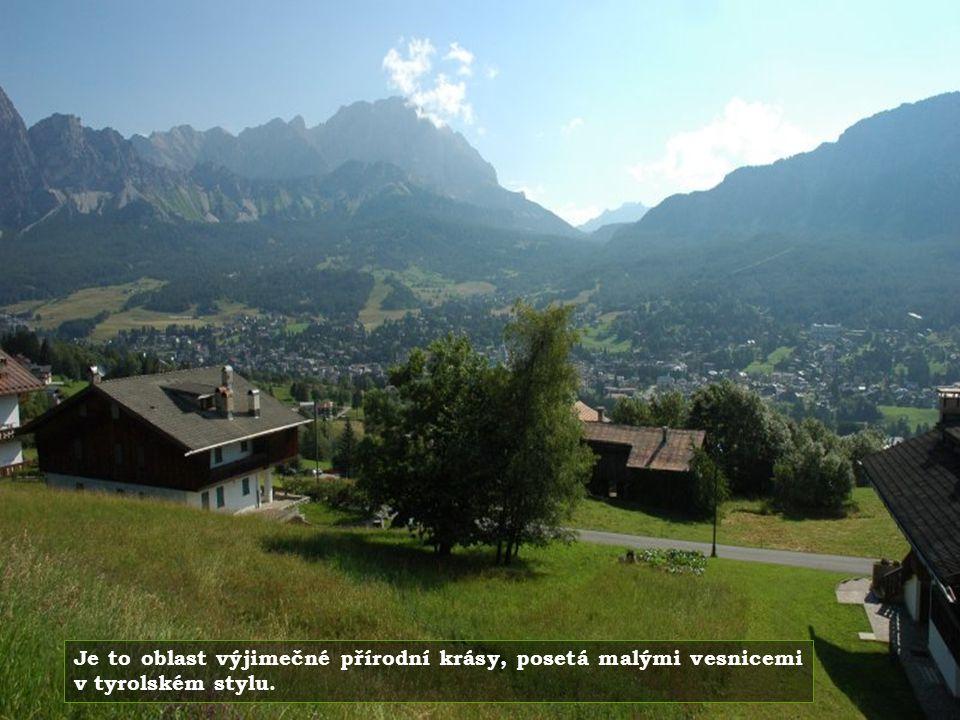 Přechod z Cortiny do Rakouska průsmykem mezi nádhernými horami.