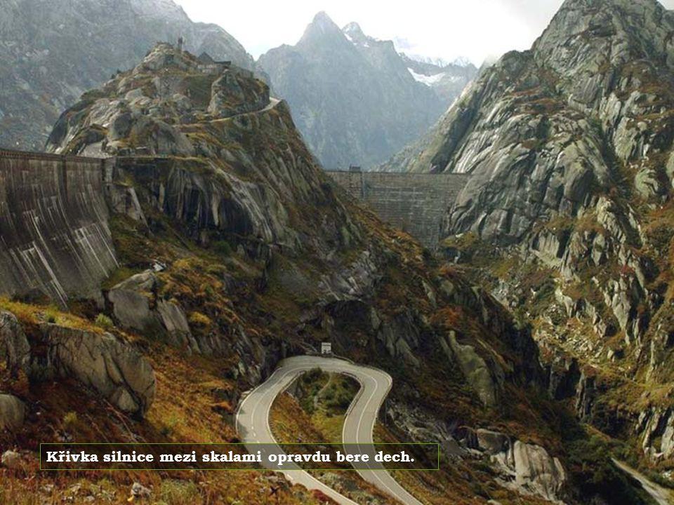 Je to oblast výjimečné přírodní krásy, posetá malými vesnicemi v tyrolském stylu.