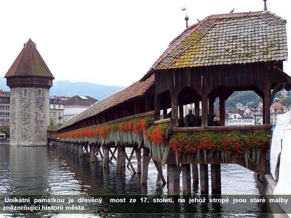 Lucern je hlavním městem kantonu stejného jména. Leží na břehu jezera Vierwaldstaettersee