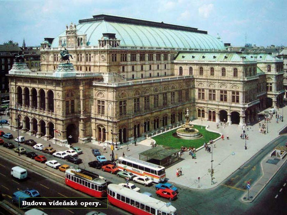 Vídeň je rodištěm skladatele Johanna Strausse.