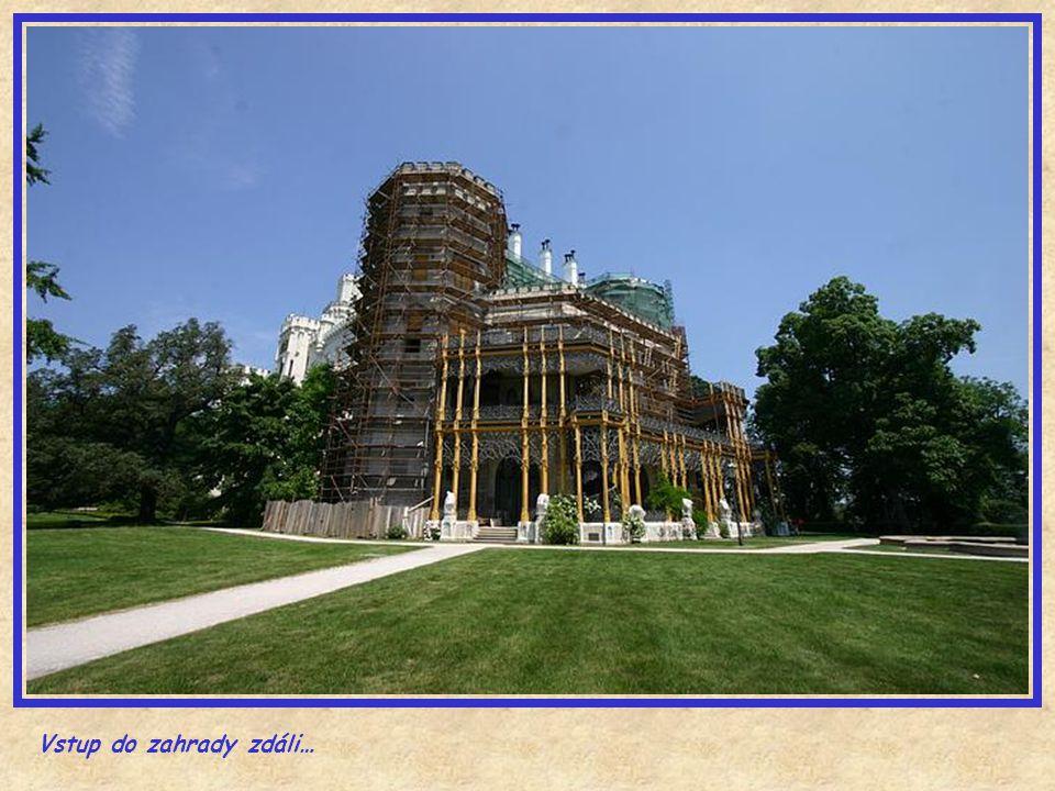 Přestavba zámku vyšla rod Schwarzenbergů v přepočtu na 15 miliard Kč.