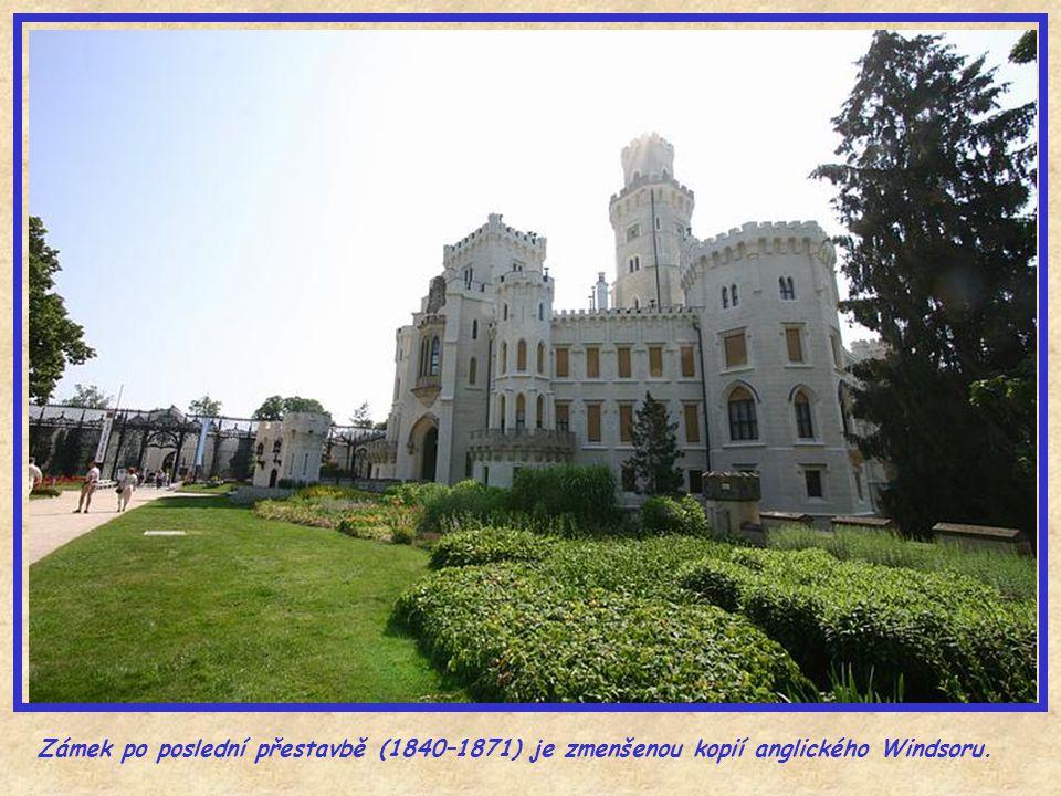 Několik obrázků ze zámku Hluboká – pohled na město.