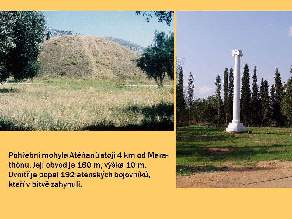 Pohřební mohyla Atéňanů stojí 4 km od Mara- thónu. Její obvod je 180 m, výška 10 m. Uvnitř je popel 192 aténských bojovníků, kteří v bitvě zahynuli.