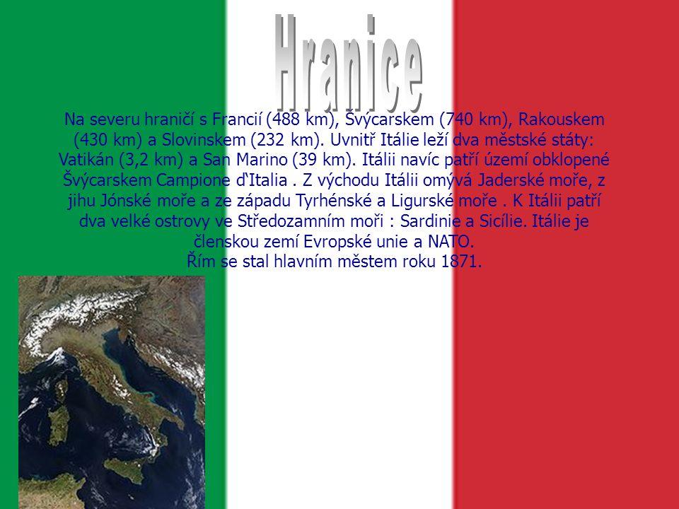 Na severu hraničí s Francií (488 km), Švýcarskem (740 km), Rakouskem (430 km) a Slovinskem (232 km).
