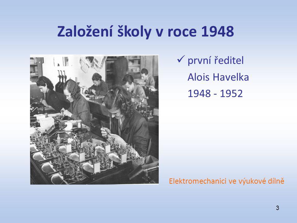 první ředitel Alois Havelka 1948 - 1952 Elektromechanici ve výukové dílně 3 Založení školy v roce 1948