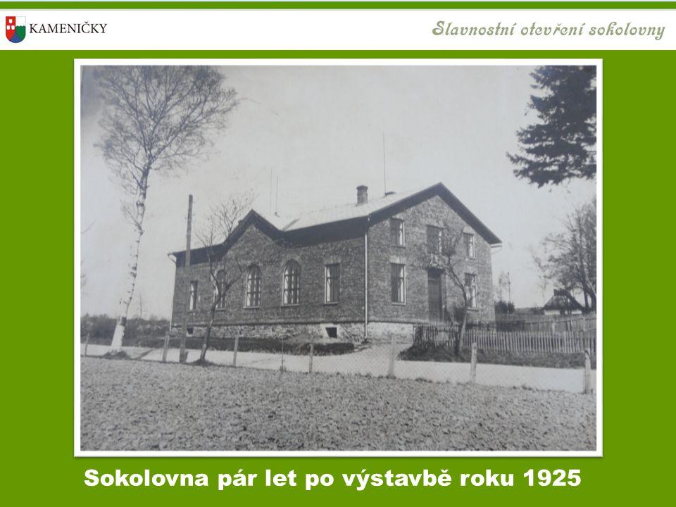 Sokolovna pár let po výstavbě roku 1925