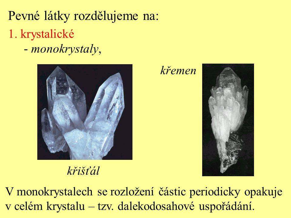 V monokrystalech se rozložení částic periodicky opakuje v celém krystalu – tzv.