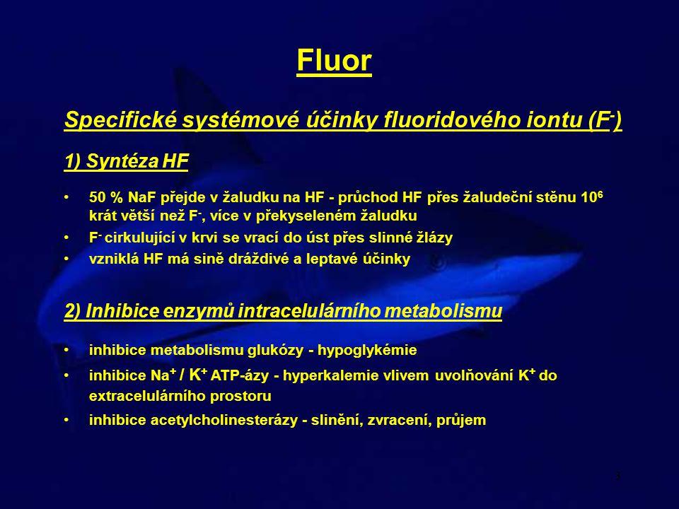 4 Fluor Specifické systémové účinky fluoridového iontu (F - ) 3) Vliv na metabolizmus Ca, Mg a Mn velká afinita F - k Ca, Mg a Mn, ve sloučeninách s F - malá biologická dostupnost vznik nerozpustných sloučenin vápníku v extracelulárním prostoru Ca 5 (PO 4 ) 3 F ukládání F - v kostech a zubech - léčba a prevence osteoporózy a zubního kazu.