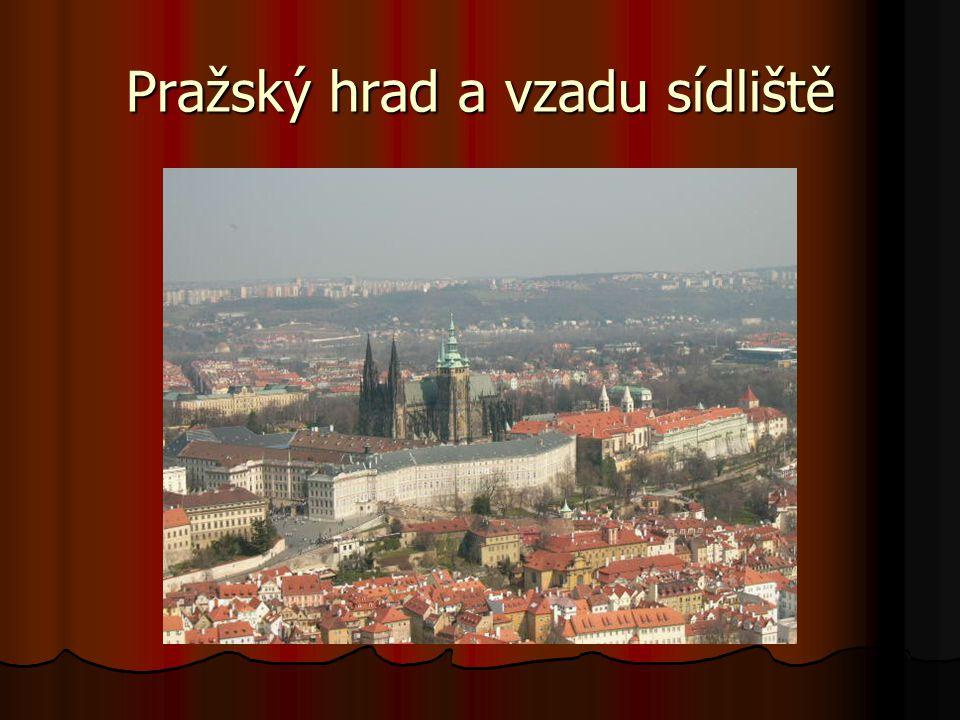 Pražský hrad a vzadu sídliště