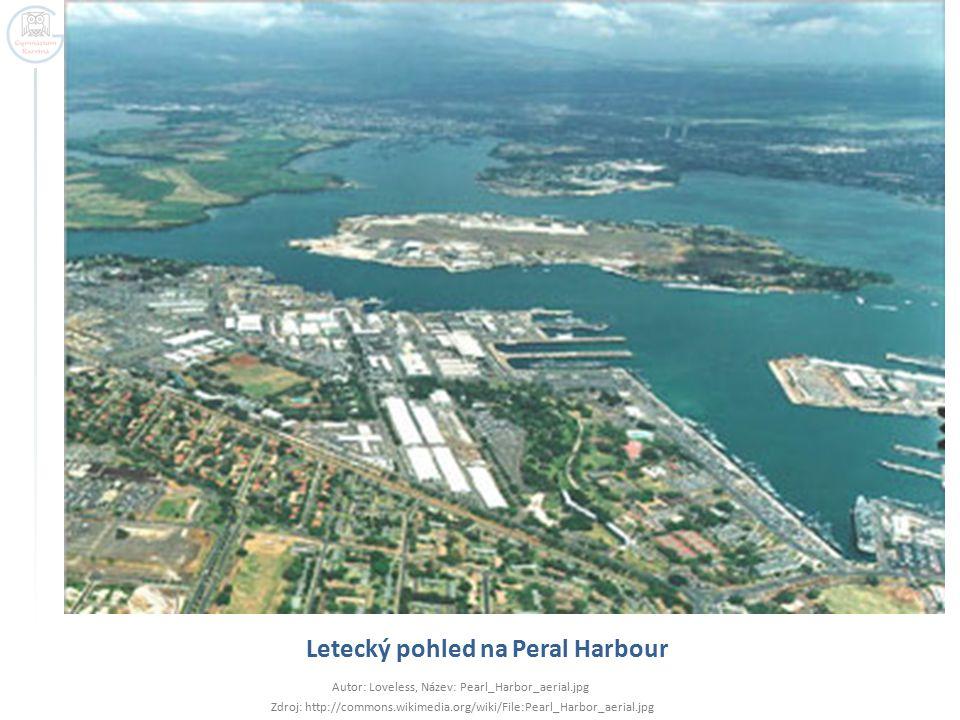 Letecký pohled na Peral Harbour Autor: Loveless, Název: Pearl_Harbor_aerial.jpg Zdroj: http://commons.wikimedia.org/wiki/File:Pearl_Harbor_aerial.jpg