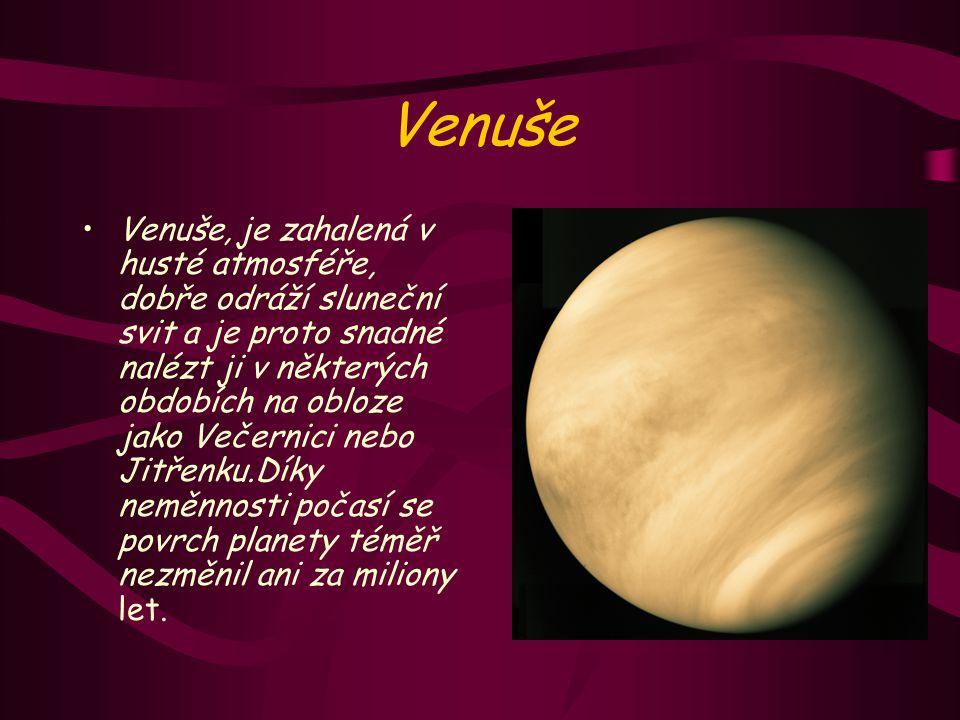 Venuše Venuše, je zahalená v husté atmosféře, dobře odráží sluneční svit a je proto snadné nalézt ji v některých obdobích na obloze jako Večernici nebo Jitřenku.Díky neměnnosti počasí se povrch planety téměř nezměnil ani za miliony let.