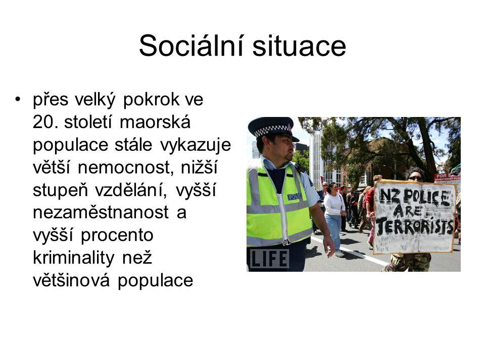 Sociální situace přes velký pokrok ve 20. století maorská populace stále vykazuje větší nemocnost, nižší stupeň vzdělání, vyšší nezaměstnanost a vyšší