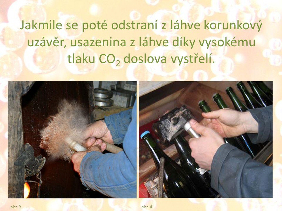 Jakmile se poté odstraní z láhve korunkový uzávěr, usazenina z láhve díky vysokému tlaku CO 2 doslova vystřelí.