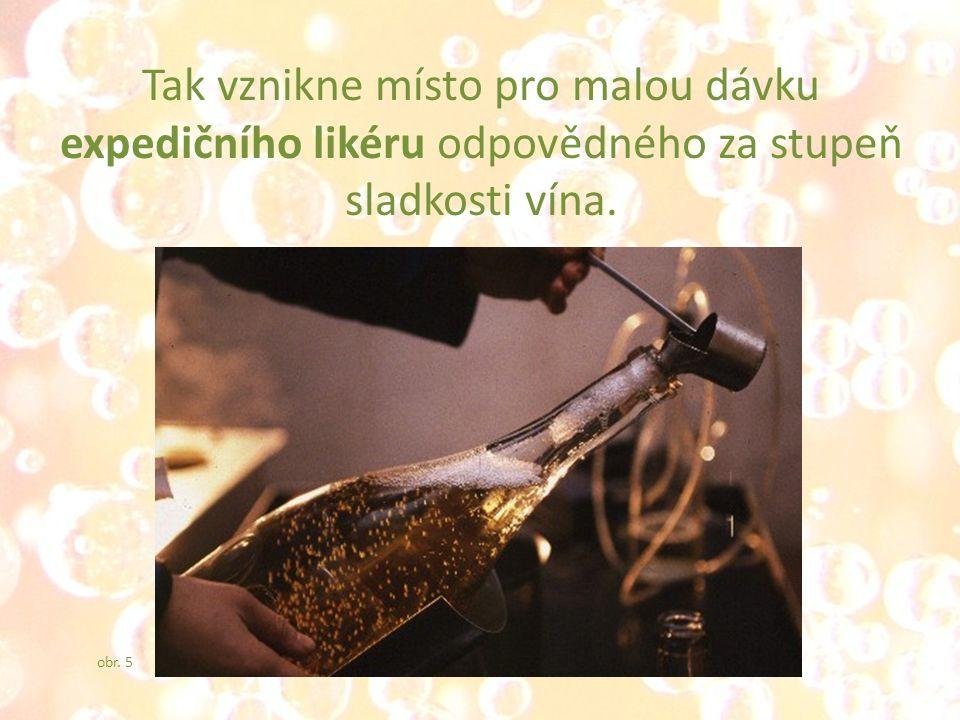 Tak vznikne místo pro malou dávku expedičního likéru odpovědného za stupeň sladkosti vína. obr. 5