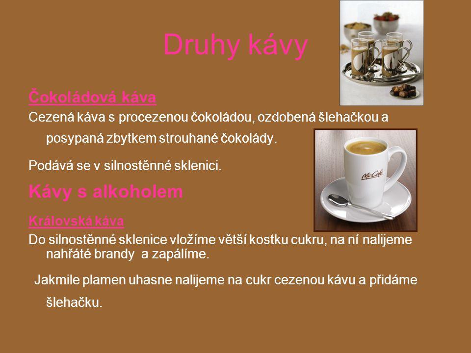 Druhy kávy Čokoládová káva Cezená káva s procezenou čokoládou, ozdobená šlehačkou a posypaná zbytkem strouhané čokolády.