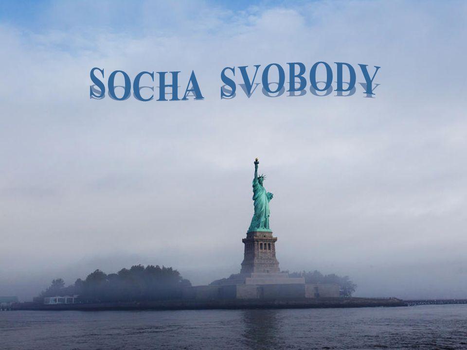 Už déle jak sto let zdraví monumentální Socha svobody z malého skalnatého ostrova, ležícího ve vjezdu do přístavu severoamerické metropole, vplouvající lodě, především však jejich pasažéry.