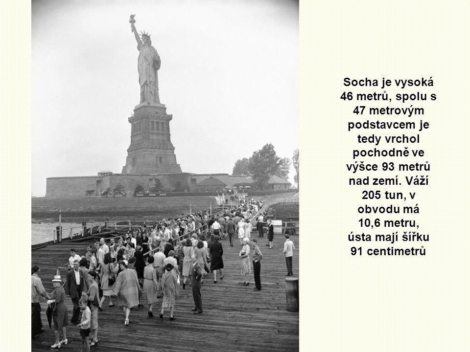Před zkompletováním celé sochy v Americe byly tyto její dvě části zvlášť vystaveny a propagovaly budoucí symbol svobody