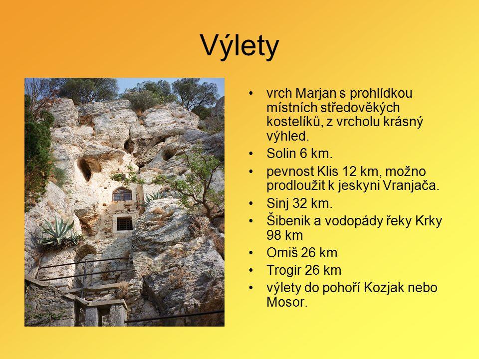 Výlety vrch Marjan s prohlídkou místních středověkých kostelíků, z vrcholu krásný výhled. Solin 6 km. pevnost Klis 12 km, možno prodloužit k jeskyni V