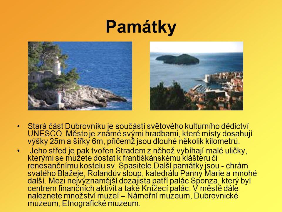 Památky Stará část Dubrovníku je součástí světového kulturního dědictví UNESCO. Město je známé svými hradbami, které místy dosahují výšky 25m a šířky