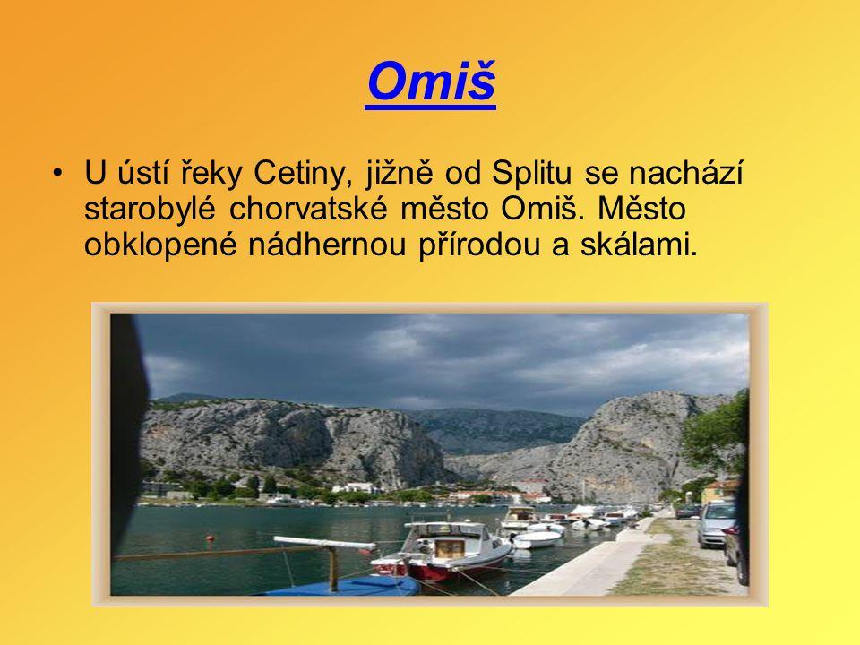 Omiš U ústí řeky Cetiny, jižně od Splitu se nachází starobylé chorvatské město Omiš. Město obklopené nádhernou přírodou a skálami.