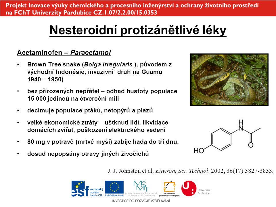 Antibiotika hnojení kalem z ČOV s obsahem antibiotik –negativní vliv na nitrifikační bakterie –snížení produkce plodin, bioakumulace v plodinách inhibice růstu fotosyntetizujících organismů ve vodách –inhibice růstu zelených řas Selenastrum capricornutum - EC 50 (erithromycin) = 37  g.L -1, EC 50 (dihydrostreptomycin) = 110  g.L -1, EC 50 (oxytetracycline) = 340  g.L -1, EC 50 (tylosin) = 410  g.L -1 –EC 50 (sulfonamidy) = 1,5 - 2,3 mg.L -1, EC 50 (ampicillin) > 1 000 mg.L -1 –sinice Synechocystis a okřehek inhibice růstu erythromycinem 1-1 000  g.L-1) –synergické efekty - sulfamethoxazol a trimethoprim další účinky na vodní organismy –Neomycin - vliv na reprodukci a přežití Dafnia magma EC 50 = 0,09 - 0,74  g.L -1