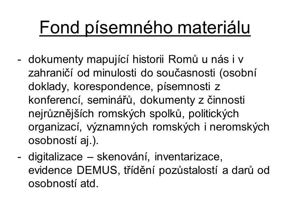 Fond písemného materiálu -dokumenty mapující historii Romů u nás i v zahraničí od minulosti do současnosti (osobní doklady, korespondence, písemnosti