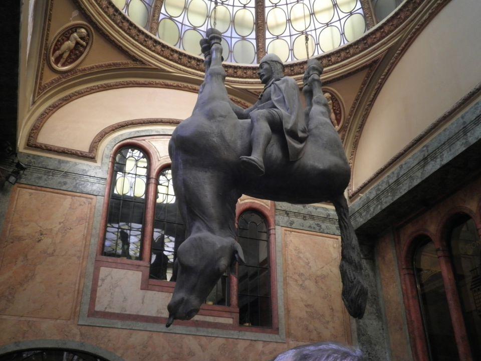 Miminka Babies deset černých laminátových soch umístěných v roce 2000 na televizním vysílači na Žižkově deset obrovských mimin usilovně šplhá po věži vysílače tři bronzová mimina stejného vzhledu najdeme na Kampě vedle muzea Medy Mládkové